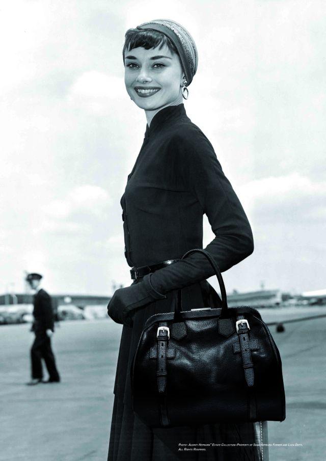 Audrey_Hepburn_with_black_Riviera_bag